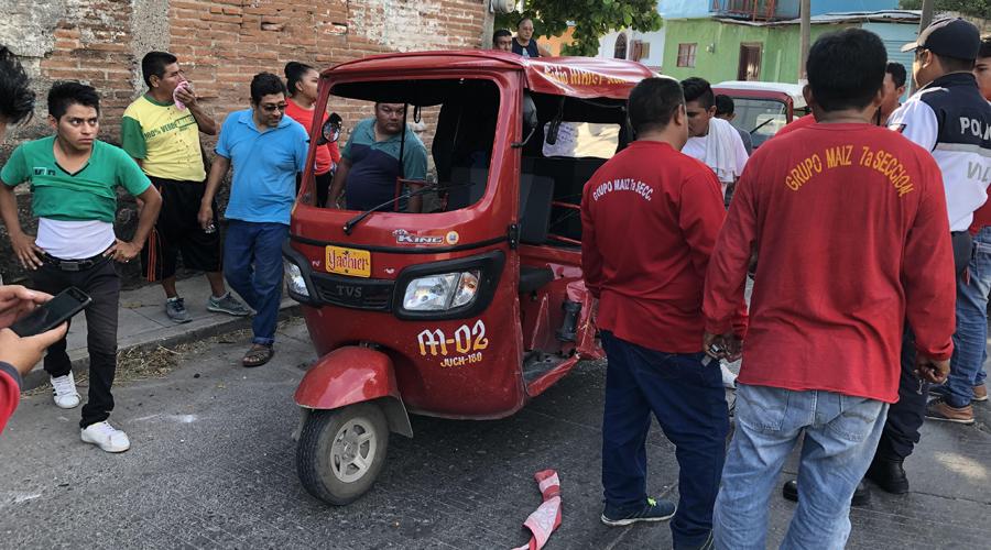 Choque entre mototaxis deja tres lesionados en Juchitán