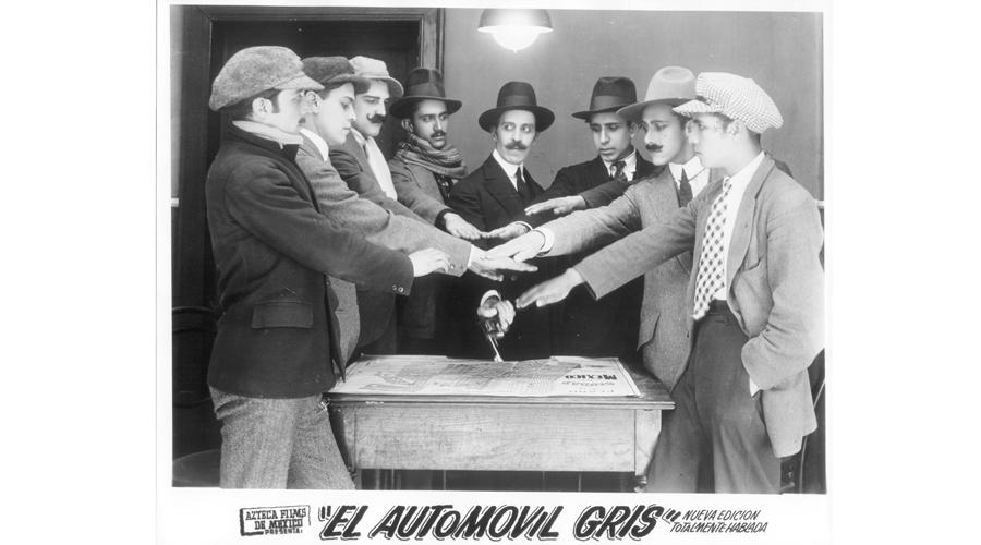El automóvil gris llega al Teatro Macedonio Alcalá | El Imparcial de Oaxaca