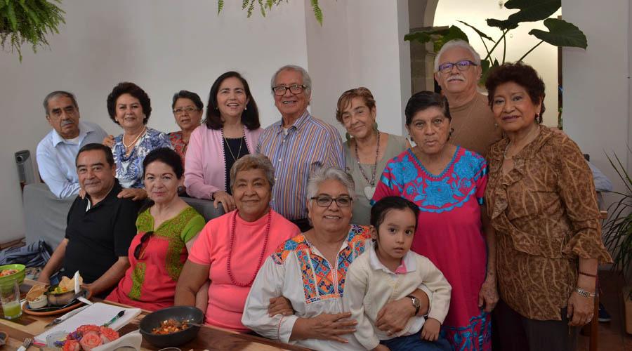 Perla Breton y Mónica Trueba festejan junto a amigos