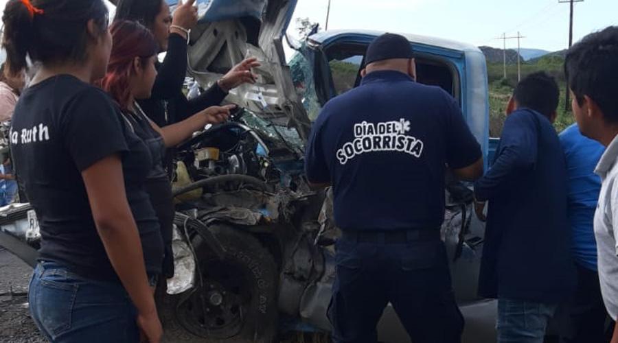 Seis personas lesionadas deja aparatoso accidente en Etla