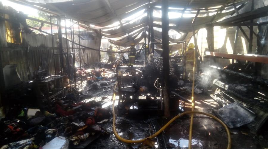 Voraz incendio acaba con taller de textiles en El Tule