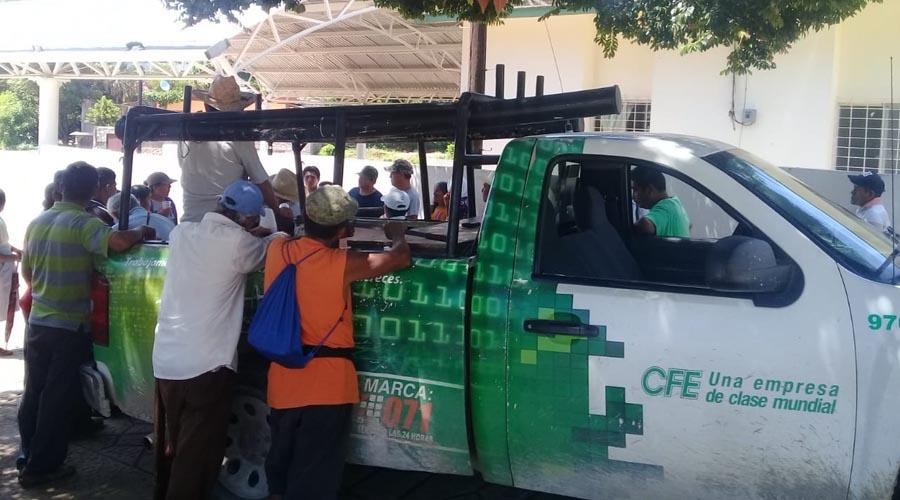 Retienen a trabajadores de CFE en San Juan Guichicovi