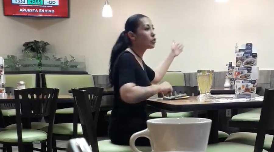 Video: Mujer pelea en restaurante con su novio… ¡invisible! | El Imparcial de Oaxaca