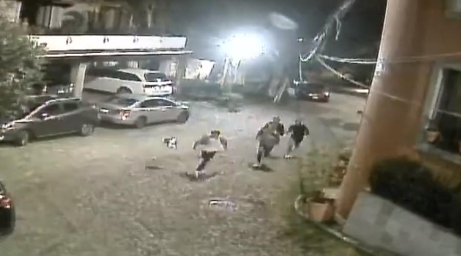 Video: Mujer amenaza con un cuchillo a grupo de jóvenes   El Imparcial de Oaxaca