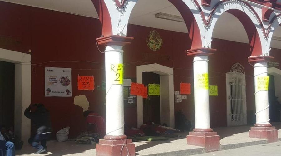 Sin solución, toma del palacio en Juxtlahuaca | El Imparcial de Oaxaca