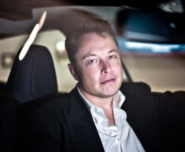 Elon Musk rechaza la idea de que el gobierno de EU oculta extraterrestres en el Área 51