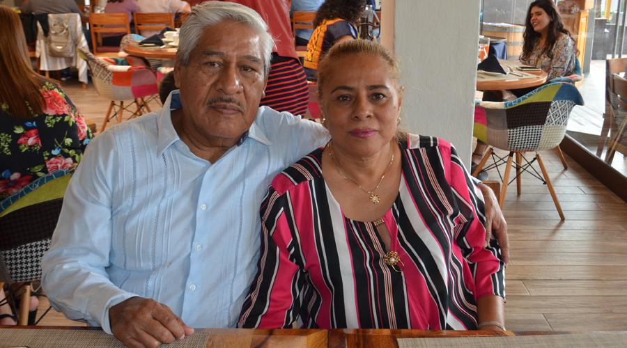 Iraís Méndez festeja junto con familiares