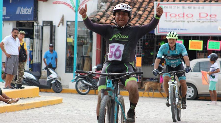 Carrera patriótica en Santa María Huatulco