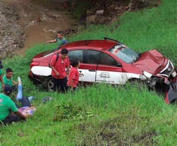 Fuerte accidente deja tres personas lesionadas