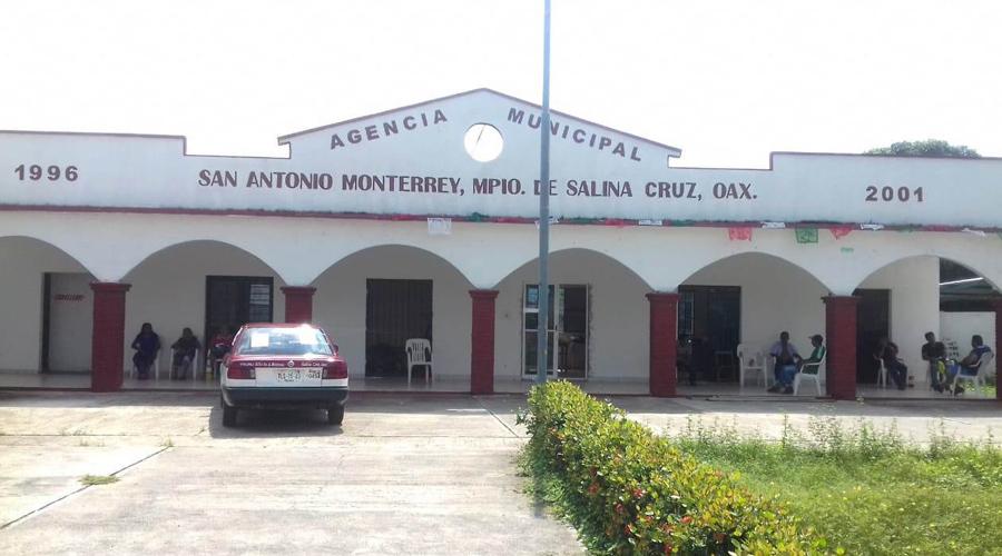 Retienen taxi 'pirata' en San Antonio Monterrey