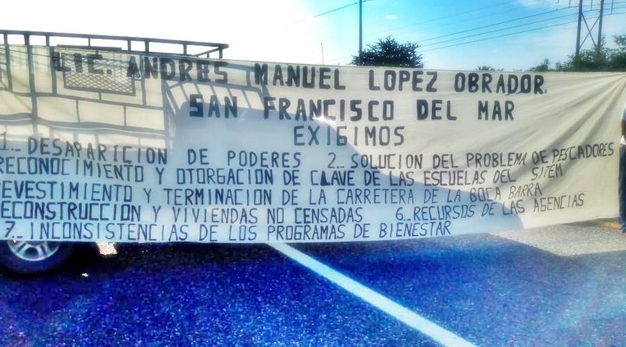 Pescadores de San Francisco del Mar bloquean carretera federal