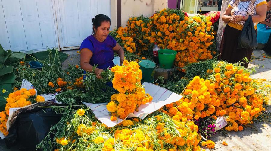 Comienzan ventas para celebración del Día de Muertos en Juchitán