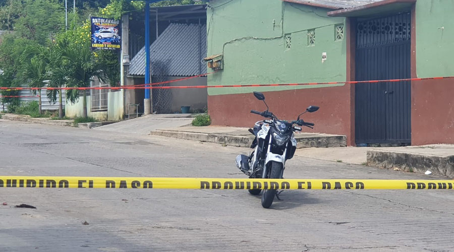 Asesinan a sujeto a vista de su pareja en Puerto Escondido