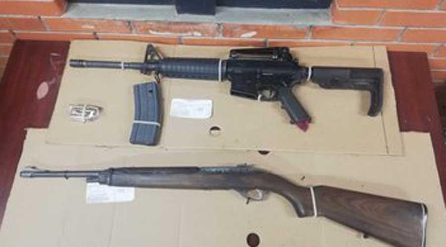 Aseguran a tres personas, armas y drogas en cuatro cateos en Putla de Guerrero