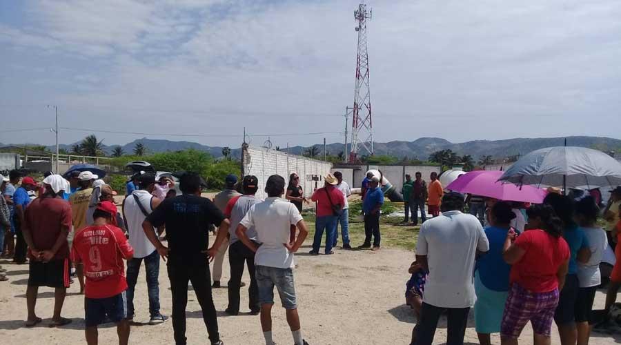 Salinas del Marqués bloquea las instalaciones petroleras