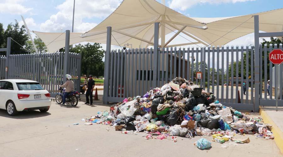 Tiran y queman basura en Ciudad Judicial para pedir agua