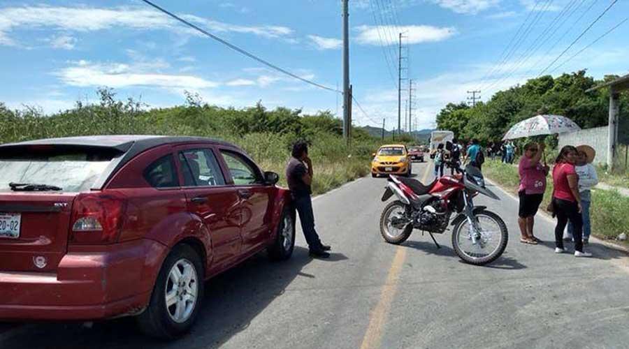 """Exigen pobladores retiro de unidades de taxis """"ilegales"""""""
