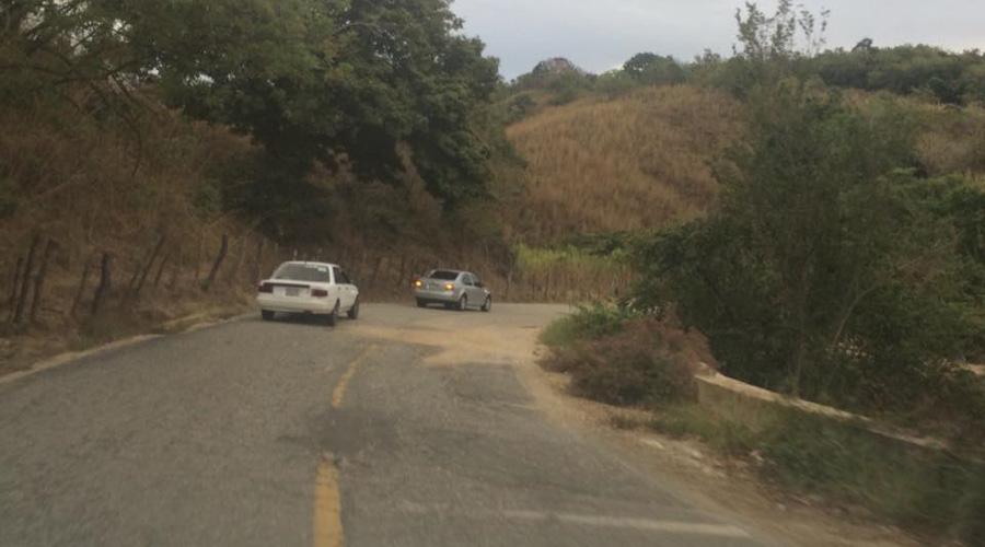 Arrestan a presuntos robacarros en la Mixteca