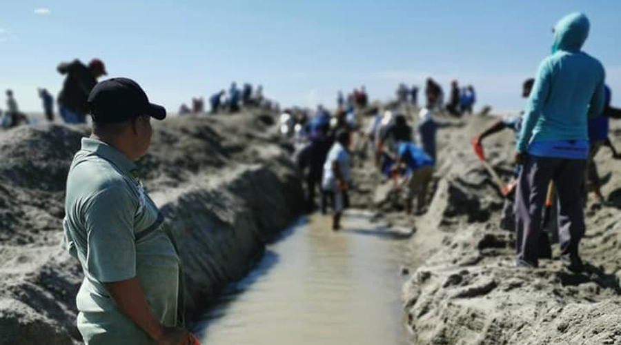 Con sus manos y una pala, quieren salvar la laguna de San Francisco del Mar