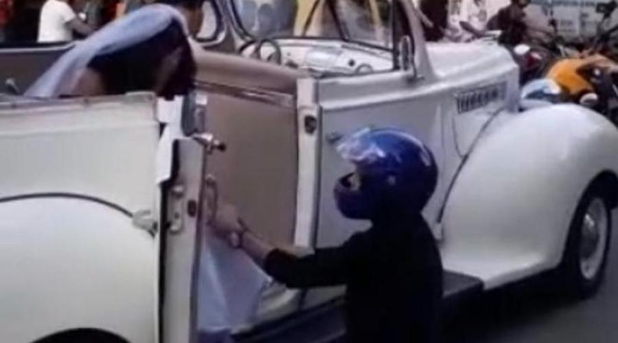 Video: Captan a un hombre que detiene auto para impedir que su ex llegue a su boda | El Imparcial de Oaxaca