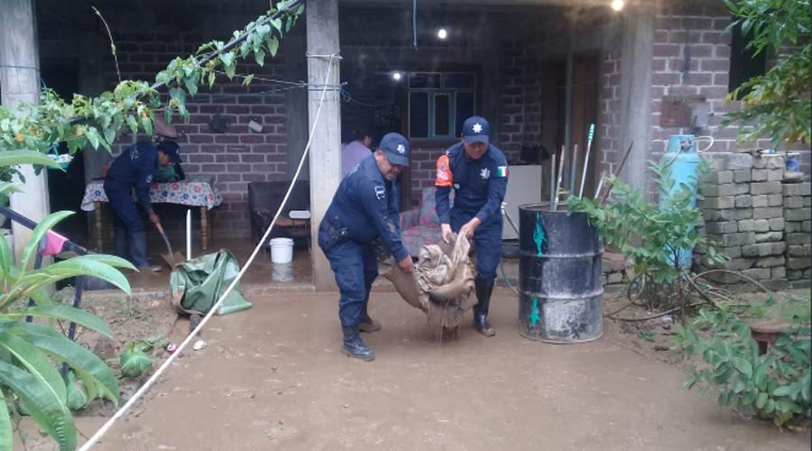 Restablecen comunicación en zonas afectadas por Narda en Oaxaca
