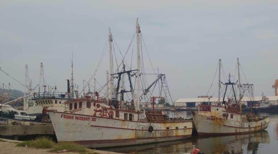 Flota, amarrada por falta de combustible en Salina Cruz
