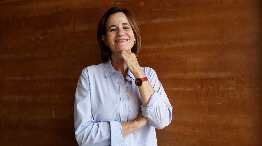 Mónica Lavín: En el arte, no creo en la paridad de género