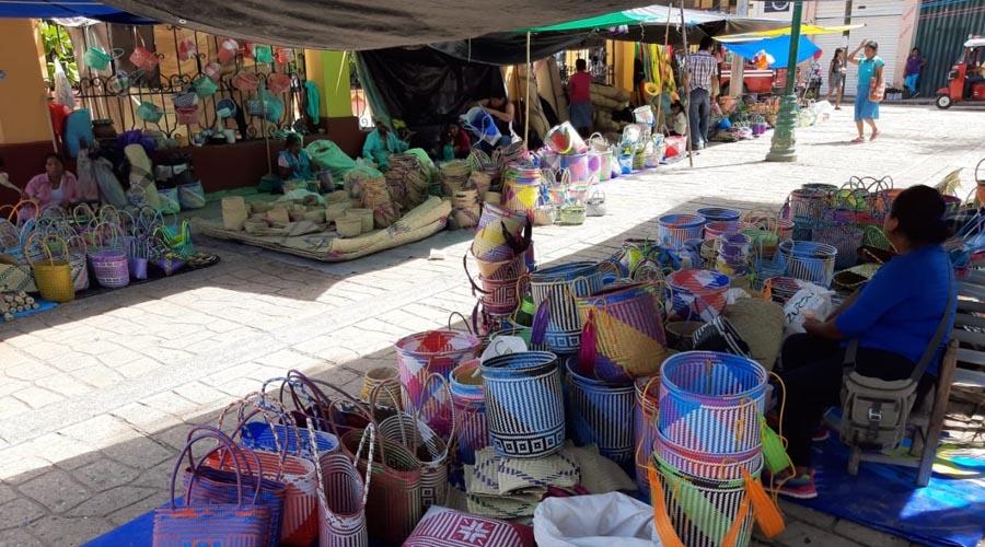 Ofertan productos en Cuicatlán para el Día de Muertos
