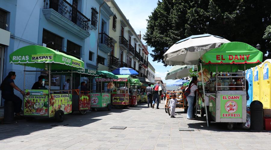 Ambulantes se retiran del Zócalo y la Alameda
