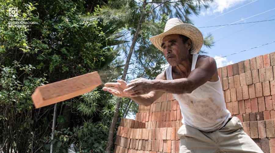 Escuela Nacional de Cerámica tiende puentes con artesanos oaxaqueños