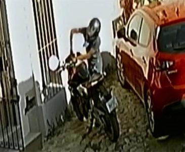 Ladrones de motos son videograbados en Jalatlaco