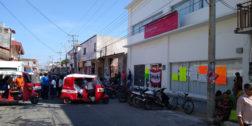 Coceistas toman sucursal bancaria en apoyo a trabajadores despedidos
