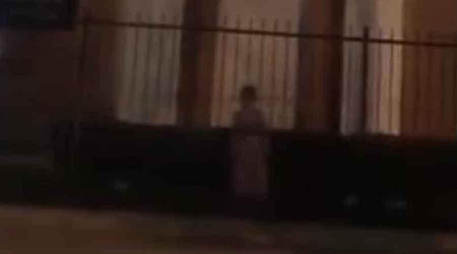 Video: Captan a niña fantasma afuera de una iglesia | El Imparcial de Oaxaca