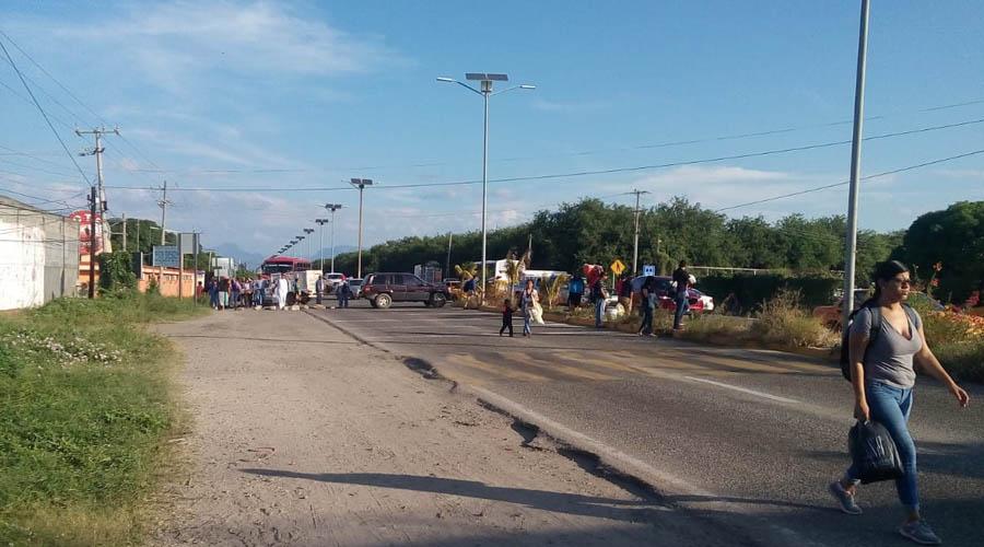 Bloquean por detención 'ilegal' de mototaxi | El Imparcial de Oaxaca