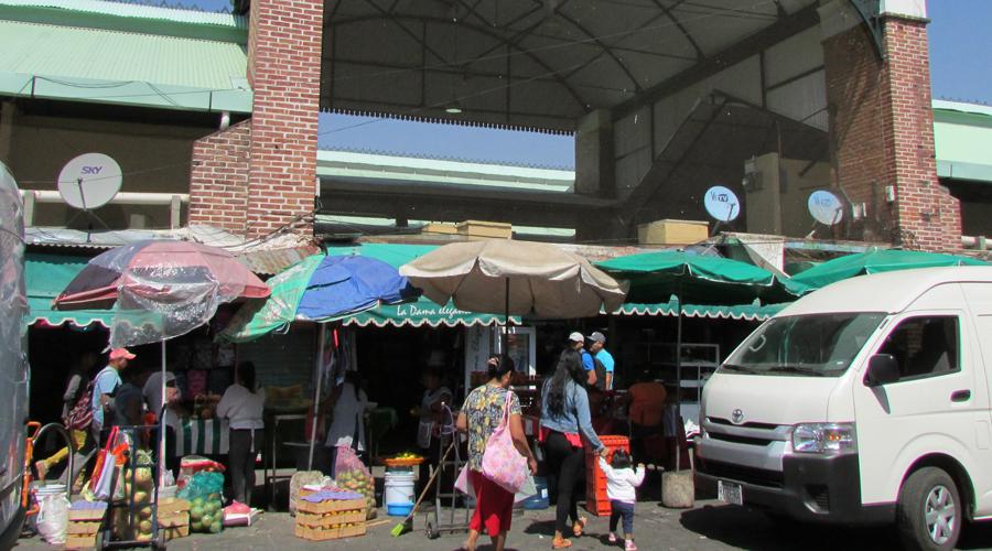 Locatarios de mercados piden al municipio socializar parquímetros