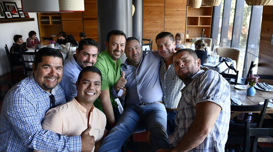 Festejan a José y Carlos