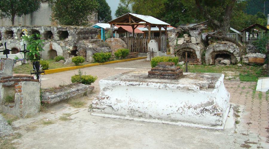 Panteón de Tlaxiaco, en limpieza general
