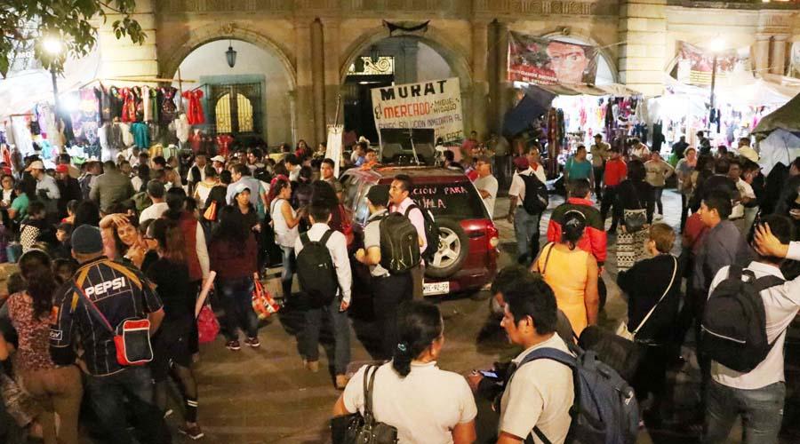 Invaden el zócalo con cuatro plantones | El Imparcial de Oaxaca