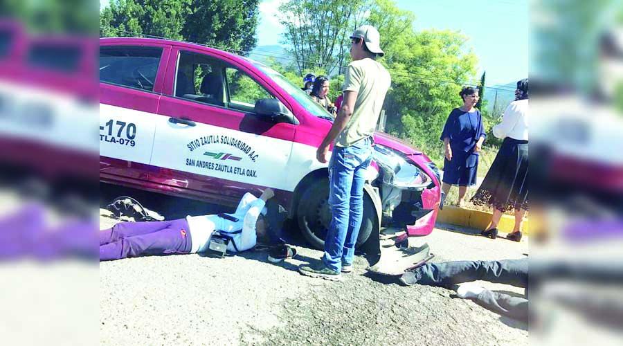 Embiste taxi a dos motociclistas en San Andrés Zautla | El Imparcial de Oaxaca