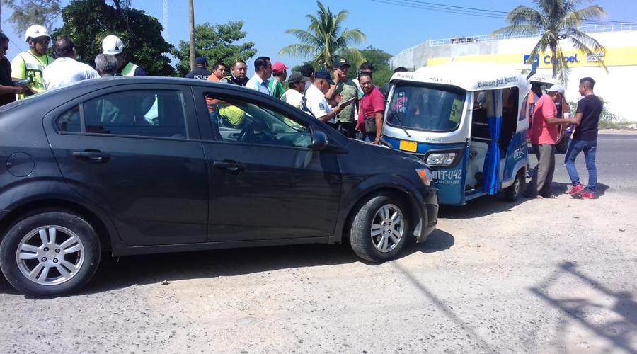 Se lesionan padre e hijo en accidente automovilístico