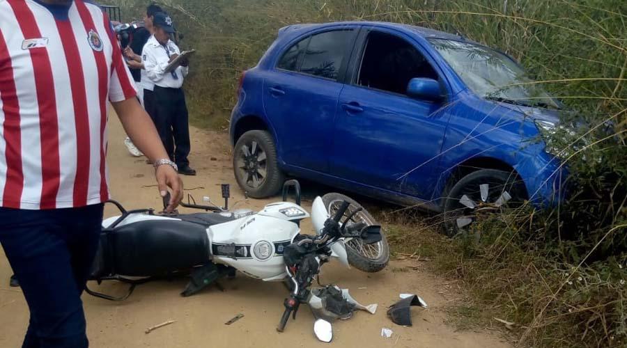 Auxilian a motociclista tras choque en San Juan Chilateca
