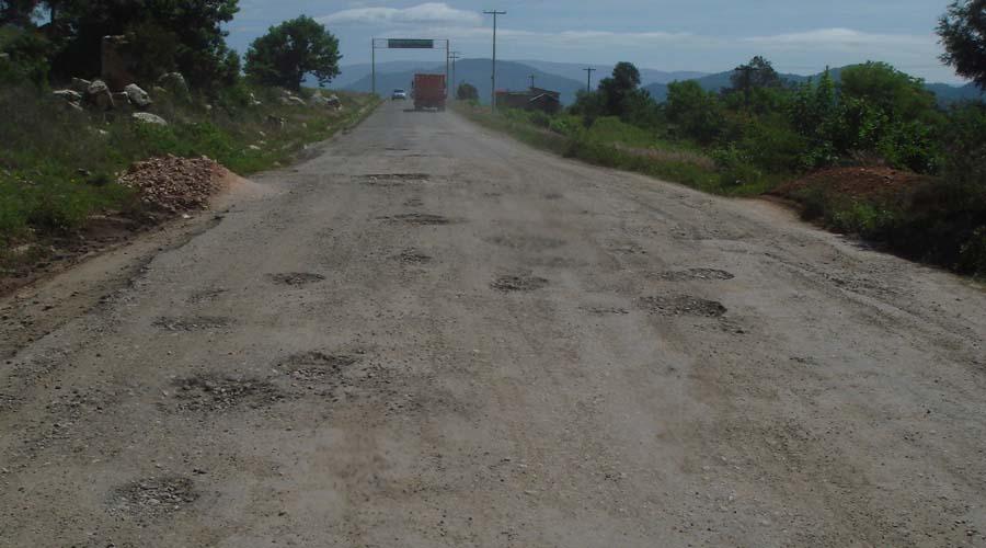 Intransitable, la carretera de Tlaxiaco hacia Yosondúa