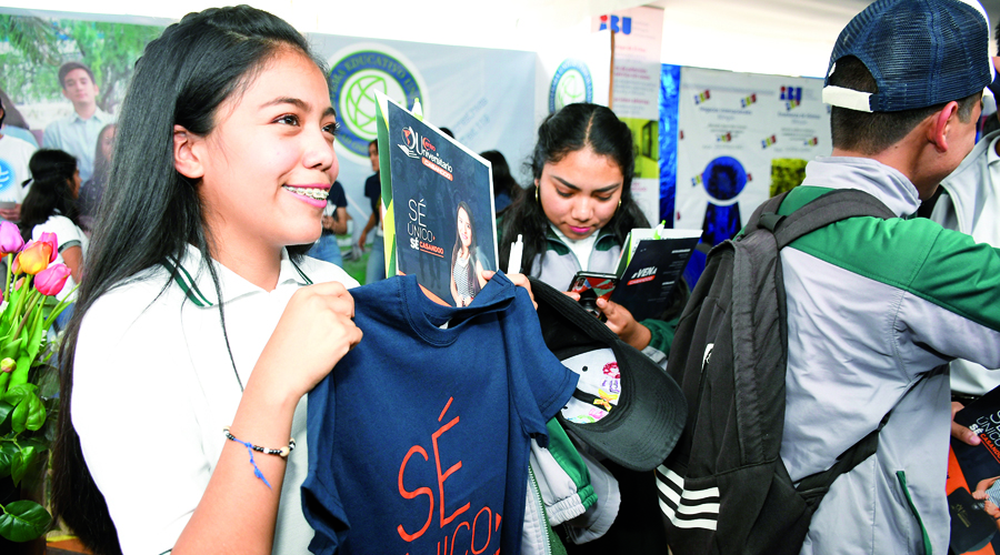 Jóvenes de todas las edades buscan opciones para estudiar lo que les apasiona