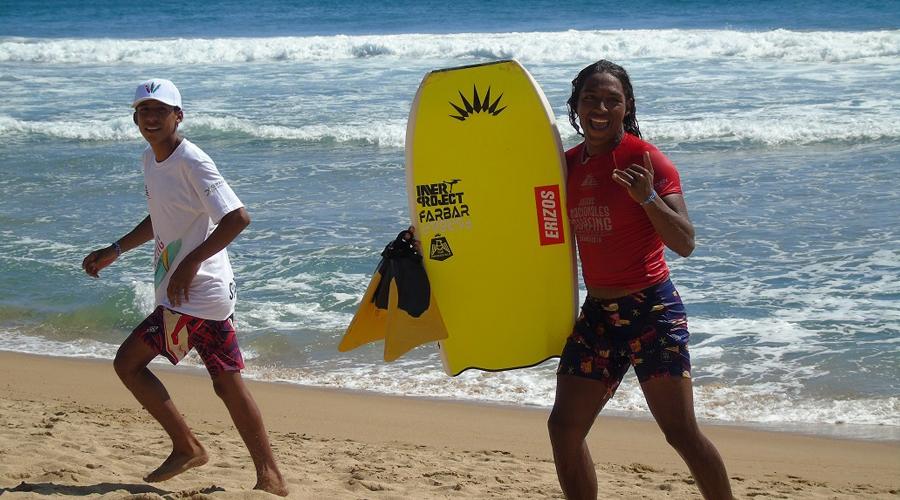 Realizan campeonato Nacional de Surf