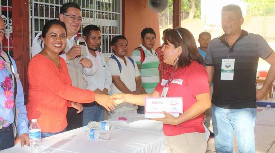 Entregan apoyos para escuelas en Cuicatlán   El Imparcial de Oaxaca