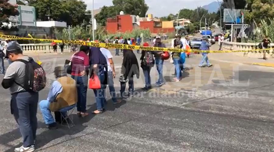 Supervisores y jefes de sector bloquean y causan caos vial en Oaxaca capital   El Imparcial de Oaxaca