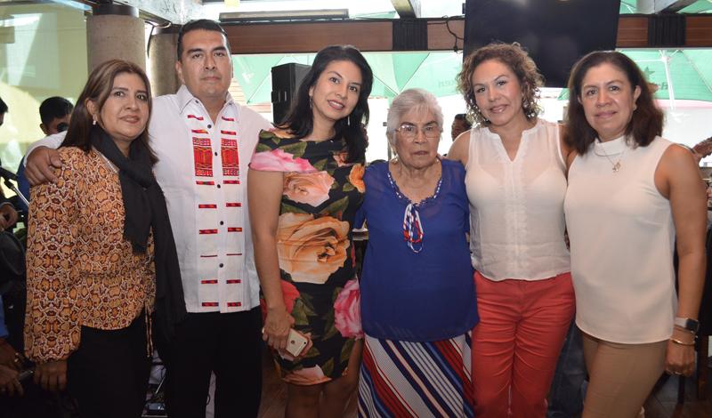 Doña Carlota festeja un año más de vida