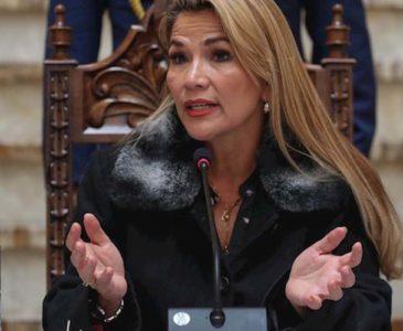 La Presidenta interina de Bolivia advierte que la justicia va tras Evo