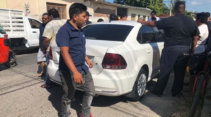 Un automovilista embiste violentamente a mototaxi