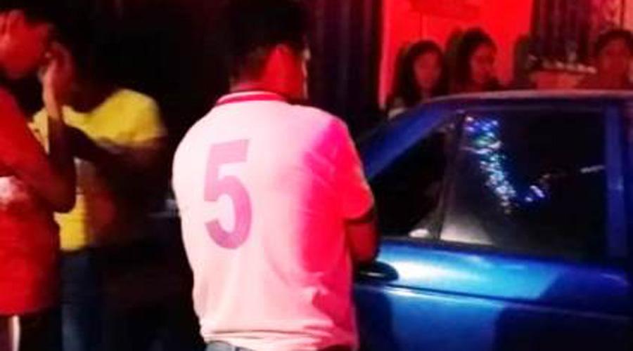 Roban auto, tratan de huir y se estampan contra portón | El Imparcial de Oaxaca